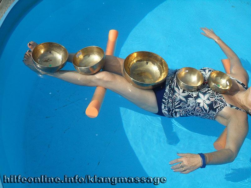 Gisela im Pool